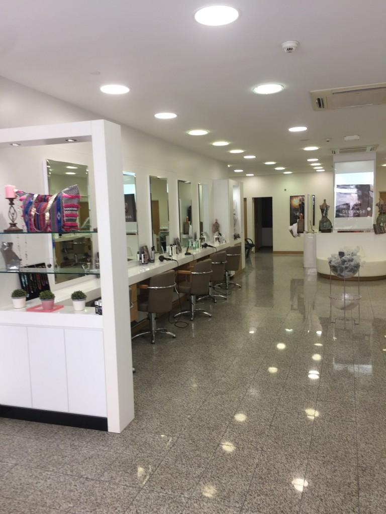 Salon de coiffure draguignan dessange for Porte revue salon de coiffure