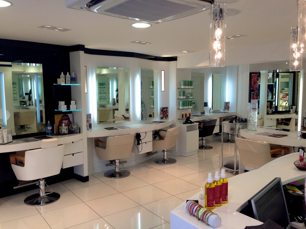 Salon de coiffure hy res dessange for Salon de coiffure a fes