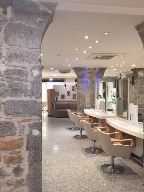 Salon de coiffure lyon sarrail dessange for Salon de coiffure africain lyon