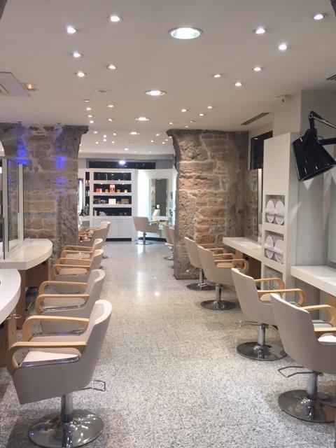 Salon de coiffure lyon sarrail dessange for Salon uv lyon
