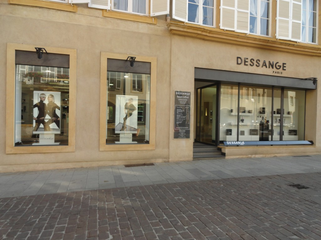 Façade du salon de coiffure Dessange Metz