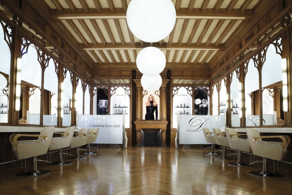 Poussez Les Portes De Lu0027enchantement De Ce Salon De Coiffure à Paris !