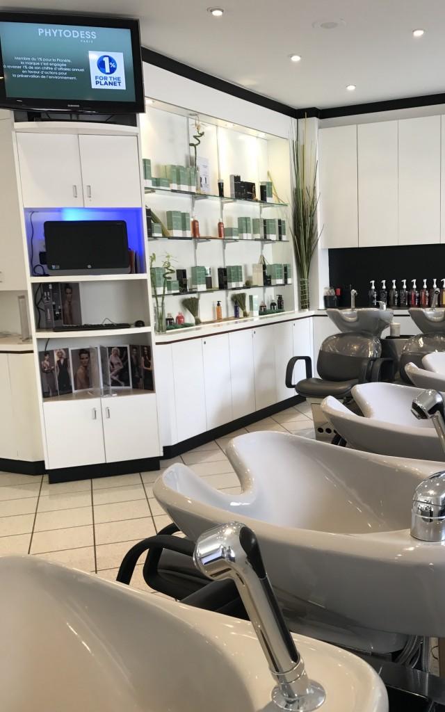 Affordable poussez les portes de de ce salon de coiffure for Salon o coiffure reims