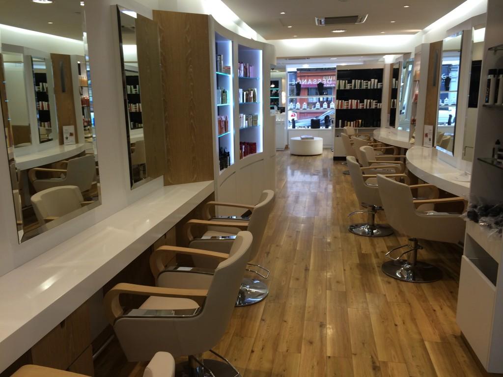 Salon de coiffure versailles dessange for Dessange salon de coiffure