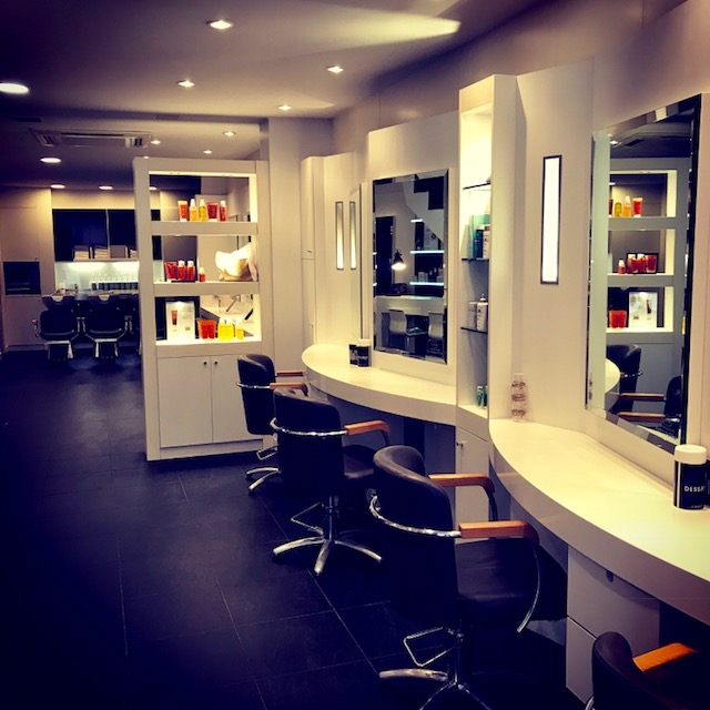 Salon de coiffure villeneuve sur lot dessange for Salon uv porte de chatillon